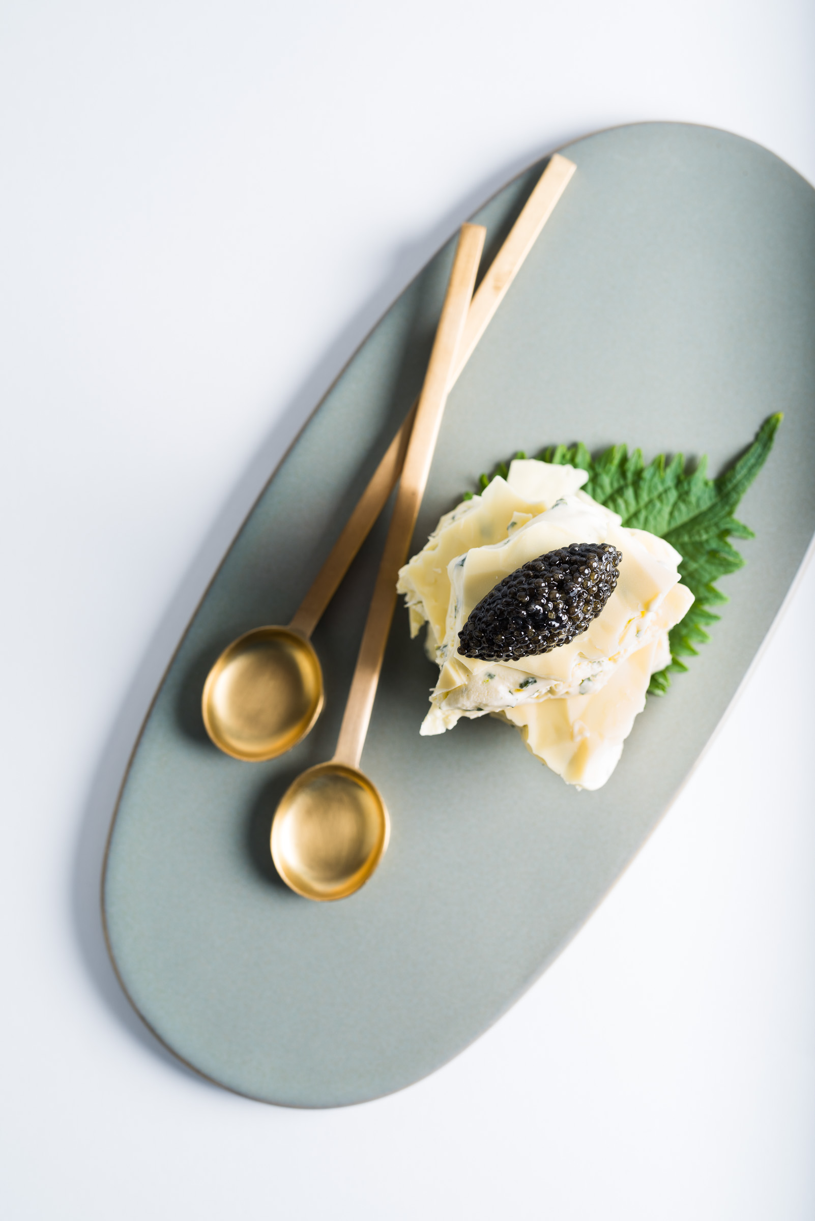 frozen-shiso-lime-sandwich-with-caviar-and-white-chocolate